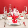 Table setting in red tones on color background — Stock Photo #15675313