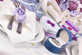 Serving fabulous wedding table in purple color close-up — Stock Photo
