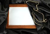 Moldura vazia na bela seda — Fotografia Stock