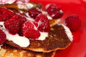 Pancakes with raspberry and cream background — Stock Photo