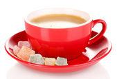 Kırmızı üzerine beyaz izole rahat lokum ile türk kahvesi fincan — Stok fotoğraf