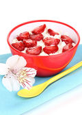 Cottage cheese in red bowl with sliced strawberries isolated on white — Stock Photo
