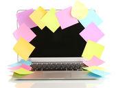 Laptop mit leeren aufklebern isoliert auf weiss — Stockfoto