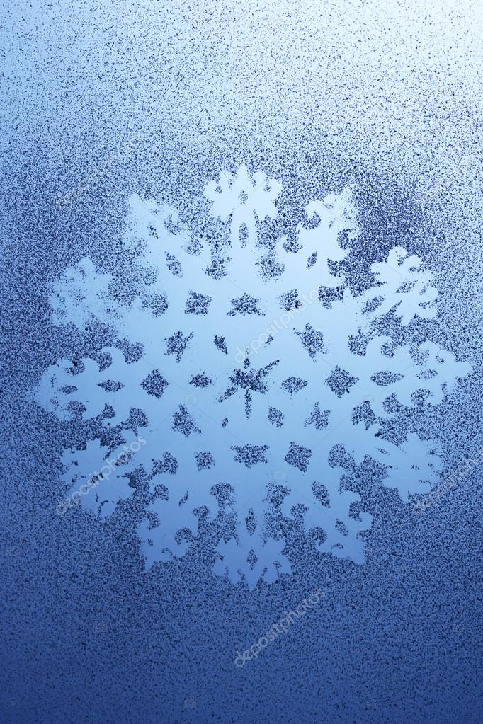Snowflake pattern on window — Stock Photo #15740117