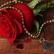 Foto Stock: Heart pendant with red rose