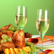 Banquet table with roast chicken on green background close-up. Thanksgiving Day — Stock Photo