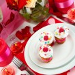 Table setting in honor of Valentine's Day close-up — Foto Stock