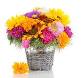 Beau bouquet de fleurs aux couleurs vives isolé sur blanc — Photo