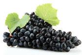 Doce de uvas maduras isoladas no branco — Fotografia Stock