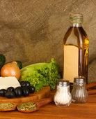 Ingredienti per un insalata greca su tela close-up sfondo — Foto Stock