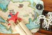 Mapa de tesouros em fundo de madeira — Foto Stock