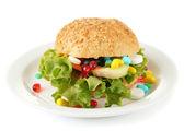 栄養ケアのための概念的なイメージ: ビタミンや栄養補助食品パンの盛り合わせ。白で隔離 — ストック写真