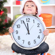Little boy with clock in anticipation of New Year - Foto Stock