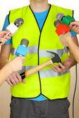Conferenza incontro microfoni e operaio stradale — Foto Stock