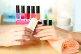 Manicure proces in beauty salon, close-up — Stockfoto