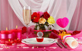 Ring in gift box on celebratory table of Valentine's Day on white fabric background — Stock Photo