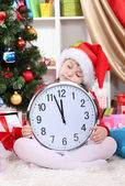 Beautiful little girl sleep in anticipation of New Year in festively decorated room — Foto Stock