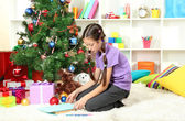 Little girl writing letter to Santa near christmas tree — 图库照片