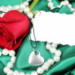 Beautiful red rose with heart pendant — Foto de Stock