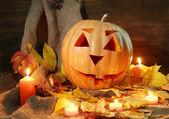 Dýně a podzimní listí, na dřevěné pozadí — Stock fotografie