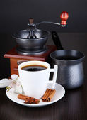 Cup of coffee with coffee mill and coffe pot on wooden table — Stock Photo