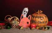 Trick or treat halloween maskers en emmers gevuld met cookies op de kleur achtergrond — Stockfoto