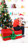 Little boy with big gift and clock in anticipation of New Year — ストック写真