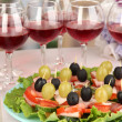 Canapes and wine in restaurant - 图库照片
