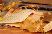 Autumn background:romantic letter, glasses and leaves — Photo
