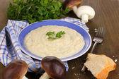 Aardappelpuree in plaat met ingrediënten op tabel close-up — Stockfoto