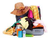 Abra plata maleta con ropa aislado en blanco — Foto de Stock