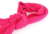 白で隔離される暖かいニット スカーフ ピンク — ストック写真