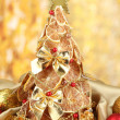 Beautiful christmas tree of dry lemons with decor, on yellow background - Стоковая фотография