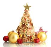 Prachtige Kerstboom van droge citroenen met decor, geïsoleerd op wit — Stockfoto