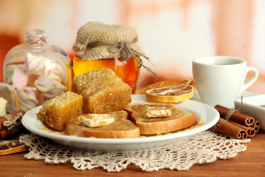 White bread toast with honey and cup of coffee in cafe — Stock Photo #17992151