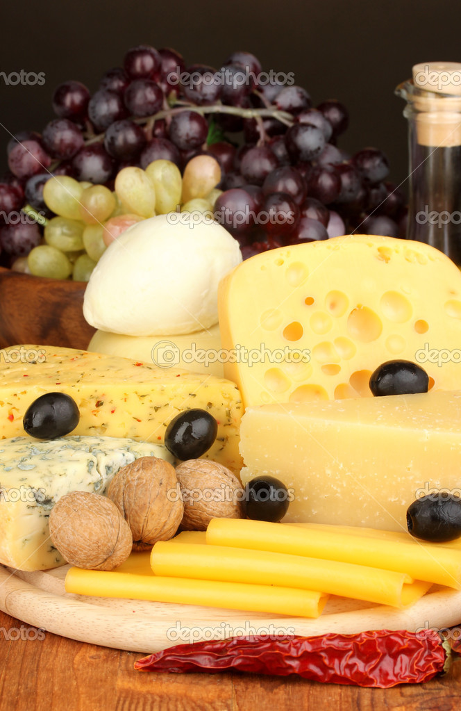 Various types of cheese on wooden board — Stock Photo #17992365