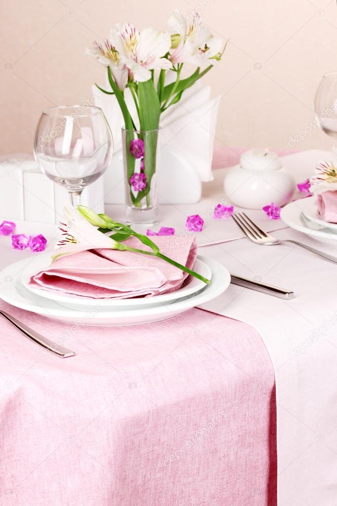 Elegant table setting in restaurant — Stock Photo #17998085