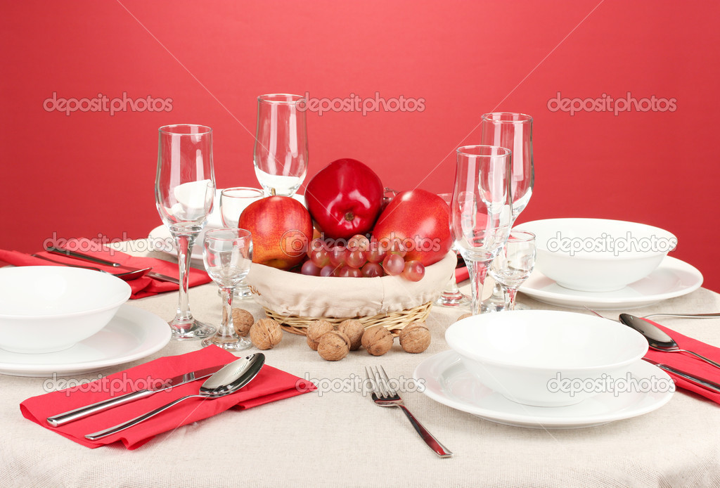Table setting in red tones on color  background — Stock Photo #17998089