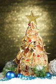 Beautiful christmas tree of dry lemons with decor, on shine background — Stock Photo