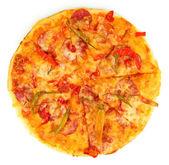 美味的意大利辣香肠披萨上白色隔离 — 图库照片