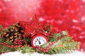Decoração de Natal em fundo vermelho — Fotografia Stock