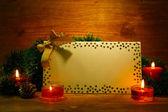 Schöne Weihnachten-Komposition mit leere Postkarte auf hölzernen Hintergrund — Stockfoto
