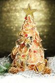 Krásný vánoční strom suchý citronů s výzdobou, na pozadí lesk — Stock fotografie