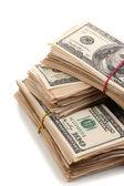 Pile di close-up banconote cento dollari isolato su bianco — Foto Stock
