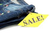 Moda jeans azul en primer plano de venta aislado en blanco — Foto de Stock