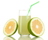 在玻璃和旁边它隔绝在白色糖果美味甜心果汁 — 图库照片