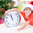 Little boy with clock in anticipation of New Year — Stockfoto