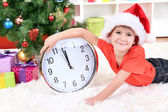 Little boy with clock in anticipation of New Year — Stock fotografie
