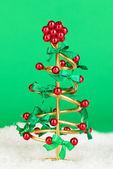 árvore de natal de arame sobre fundo verde — Foto Stock