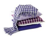 Collina colorati cuscini e plaid isolato su bianco — Foto Stock